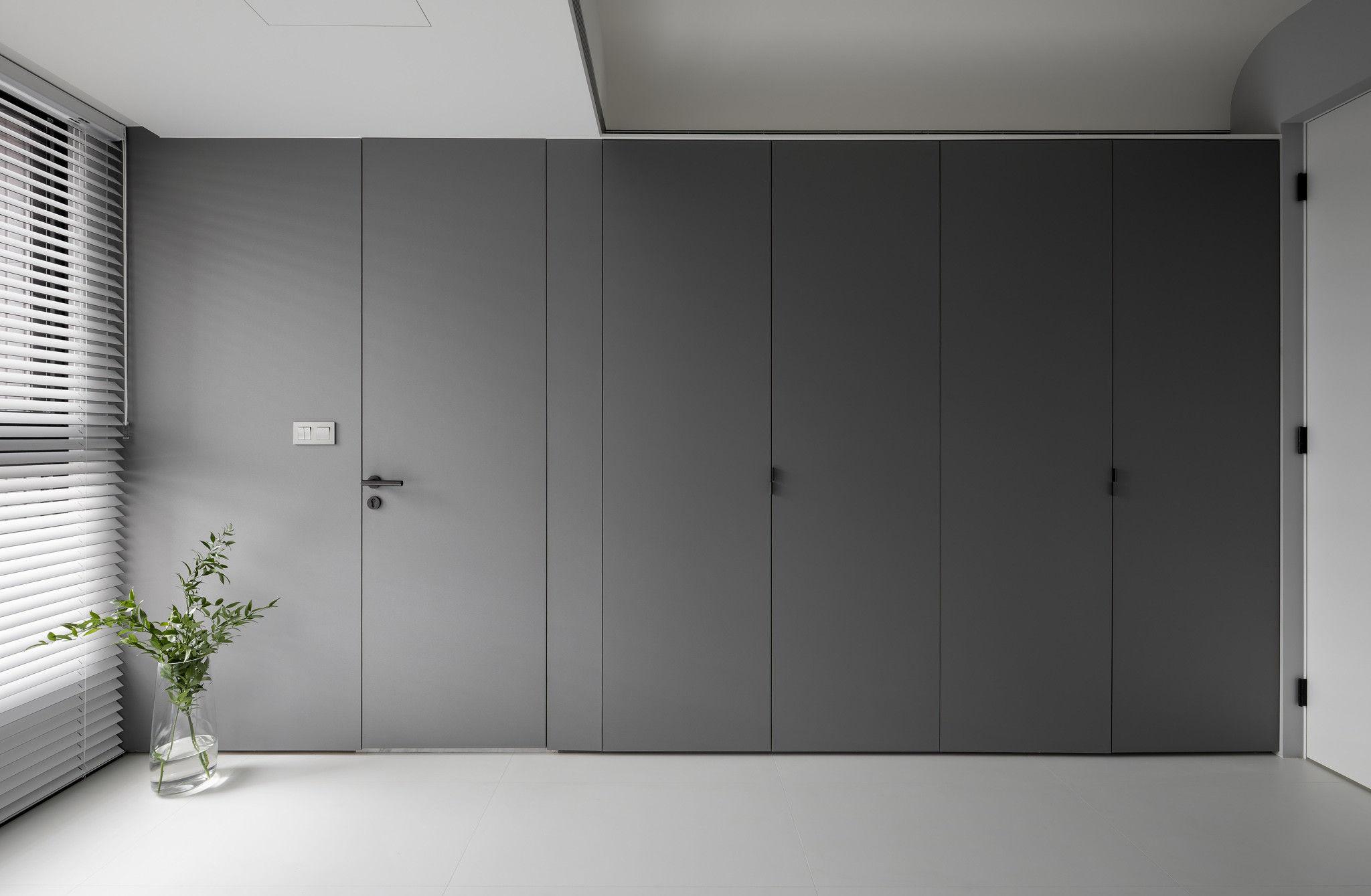 分子室內裝修設計-現代極簡風、台中室內裝修、室內設計、收納衣櫃、純白色、霧灰色