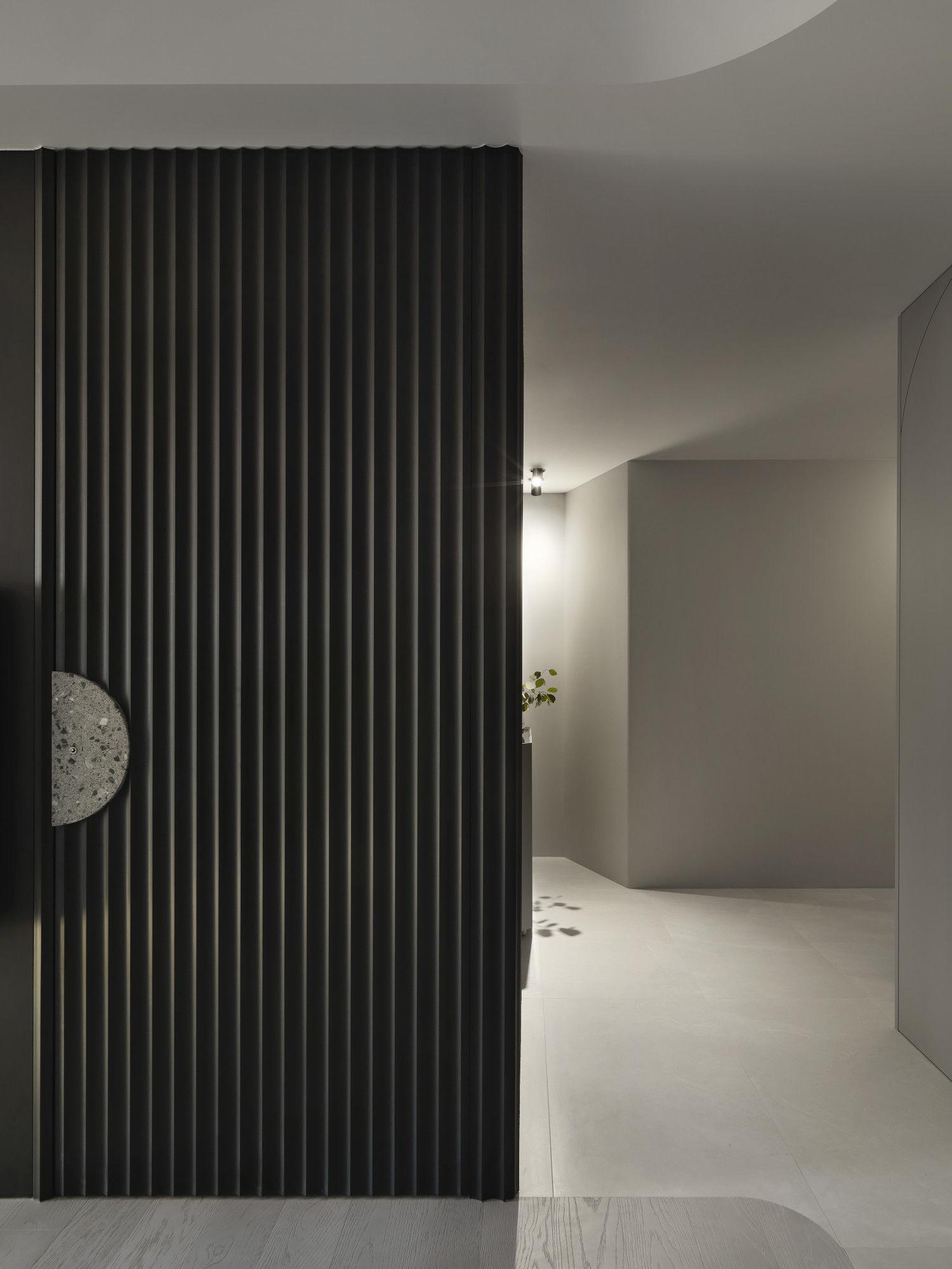 台中分子設計-現代風設計師-台中七期室內設計-電梯大樓整體規劃-客廳電視牆、隱藏門片